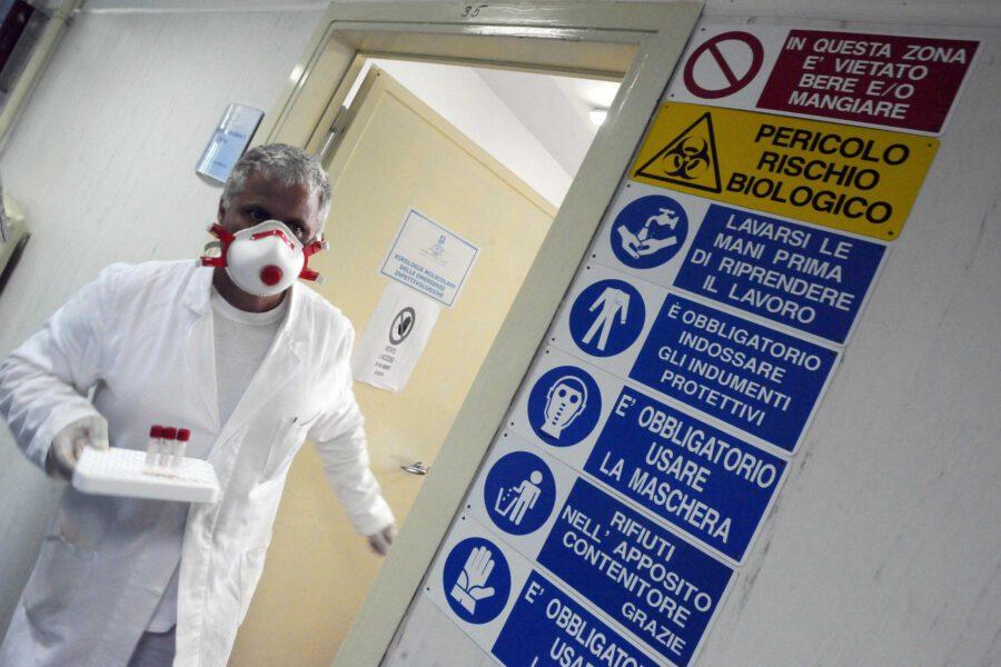 Coronavirus in Campania, 31 contagiati: avvocato napoletano ricoverato al Cotugno