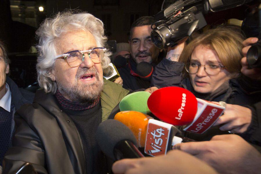 Reddito di base universale, la nuova proposta di Beppe Grillo