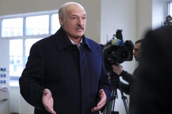 Lukashenko parla ai giornalisti (Nikolai Petrov/BelTA Pool Photo via AP)
