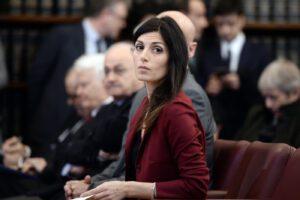 Roma, grillini alzano stipendi di manager Ama durante emergenza nazionale