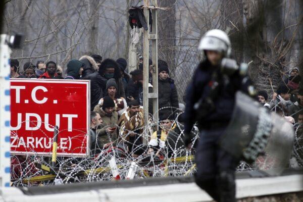 "Atene spara contro i profughi, Von Der Leyen: ""Grecia nostro scudo"""
