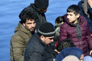 Migranti, muore un bambino nel tentativo di trovare la salvezza a Lesbo