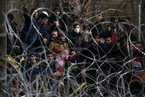 """Migranti in fuga, Erdogan: """"Presto in milioni verso l'Europa"""""""