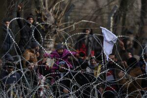 Profughi trattati come merce di scambio, a Lesbo muore l'umanità dell'Ue