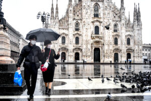 Foto Claudio Furlan – LaPresse  02 Marzo 2020 Milano (Italia)  News Turisti in centro durante l emergenza coronavirus  Photo Claudio Furlan – Lapresse 02 March 2020 Milan (Italy) News Tourist in Piazza Duomo during the coronavirus emergency