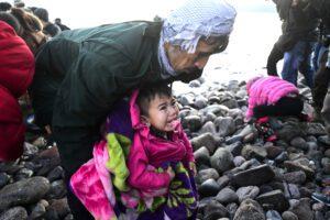 """Migranti in fuga, l'Unione europea sotto ostaggio di Erdogan: """"Pensavano bluffassi"""""""