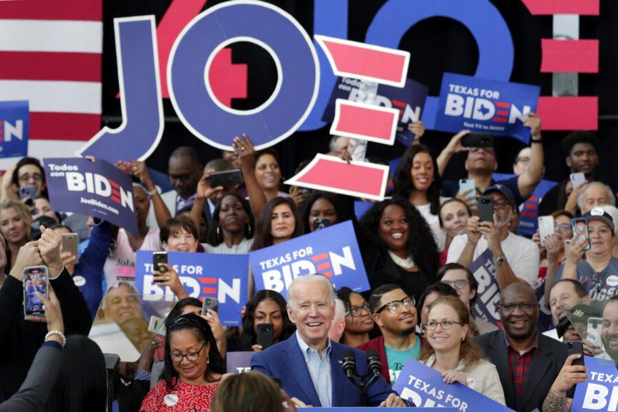 """SuperTuesday, Joe Biden trionfa alle primarie Usa: """"Siamo vivi e faremo fare bagagli a Trump"""""""