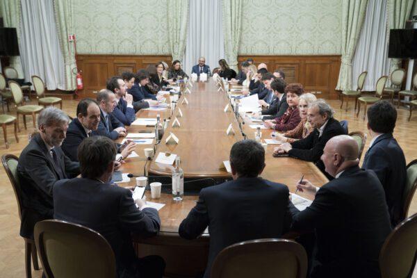 Col Coronavirus lo Stato è diventato populista: nasce democrazia illiberale