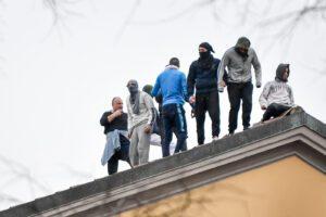 Rivolta carceri: Basentini è rimasto a guardare, dia dimissioni