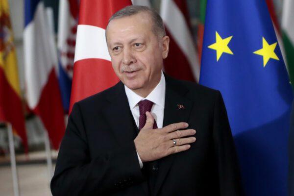 Decisione sui migranti, braccio di ferro tra Erdogan e UE: Italia esclusa