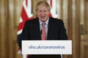 """Boris Johnson 'sfida' il coronavirus e il Regno Unito: """"Abituatevi a perdere i vostri cari"""""""