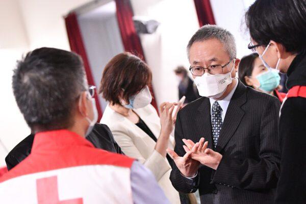 """Coronavirus, medici cinesi in Italia: """"Abbiamo il plasma con gli anticorpi"""""""