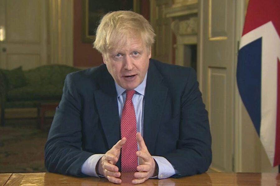 """Coronavirus, Regno Unito in lockdown. Johnson: """"Vivamo la più grande minaccia da decenni"""""""