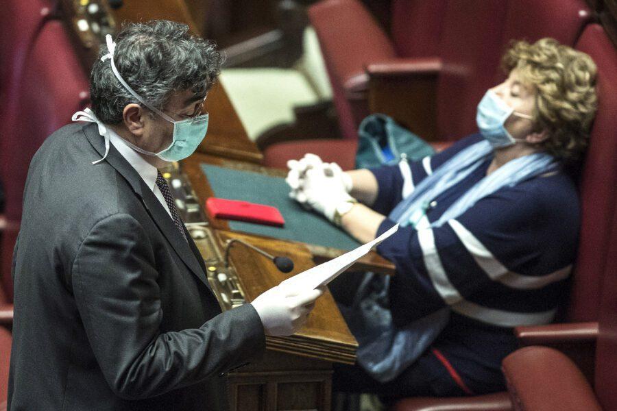 Il Parlamento è dimezzato, giusto votare online