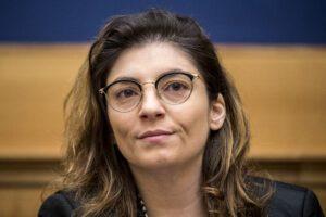 """Laura Castelli su chiusura scuole: """"A lavoro per consentire a uno dei genitori di accudire i figli"""""""