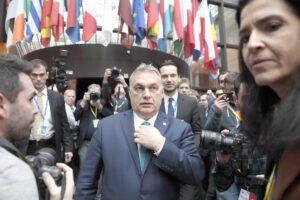 Ungheria, le opposizioni gridano al golpe contro pieni poteri a Orban