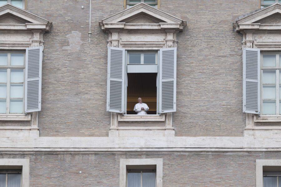 """Appello di Papa Francesco per i detenuti: """"Evitare tragedia nelle carceri"""""""
