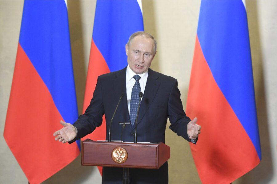 Russia in crisi, petrolio e virus fanno tremare Putin