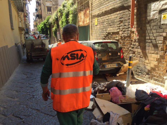 """Coronavirus, muore operatore ecologico a Napoli: """"Non lasceremo sola la famiglia"""""""