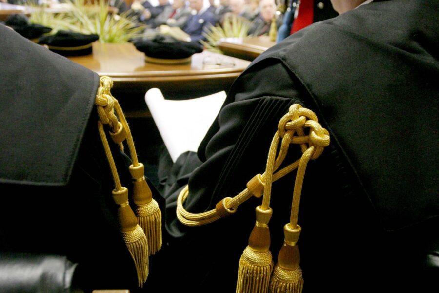 """La protesta degli avvocati napoletani: """"Processo online è sopruso dei giudici"""""""