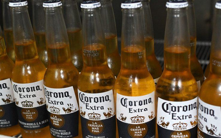 Psicosi coronavirus, l'assonanza danneggia anche la birra messicana Corona: perdite per 285 milioni di dollari