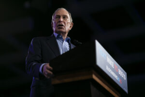 Primarie Usa, Bloomberg si ritira dopo la batosta del Super Tuesday: endorsement a Biden