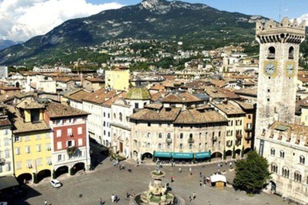 Sovranismo altoatesino: via i non residenti da Bolzano, poi la retromarcia