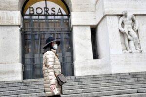 Coronavirus manda in tilt le borse, Milano perde oltre l'11%: a Wall Street 15 minuti di stop come nel 2008