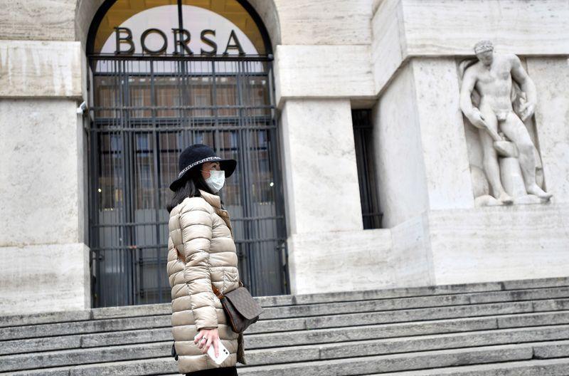 Coronavirus, Piazza Affari a picco: non basta il taglio dei tassi Fed. Spread alle stelle