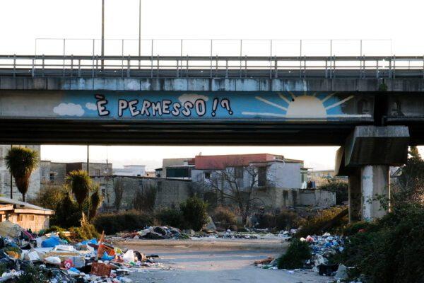 """La quarantena in periferia: """"Andrà tutto bene, ma a chi?"""". A Scampia scende in campo la solidarietà"""