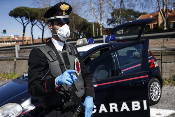 Carabinieri, comprano ferri a vapore per sconfiggere il Covid: non è una barzelletta