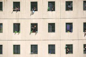 Domiciliari per chi è in regime di semi-libertà, altrimenti si rischia strage