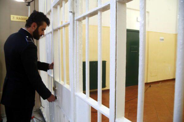 Carceri sono fuorilegge, non far nulla per svuotarle è illegale