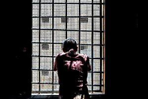 Primo detenuto morto per Covid, rischio strage
