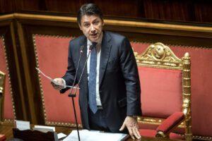 """Conte al Senato sul Coronavirus: """"Confronto più intenso con opposizioni"""". Renzi: """"Serve commissione inchiesta"""""""