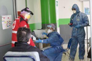 Burocrazia, il male che sta uccidendo chi ha il coronavirus: bloccate mascherine e nuovi ospedali