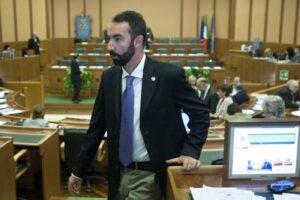 Cacciato il 'pasdaran' grillino Barillari: paga il suo sito di 'contro-informazione' sulla sanità