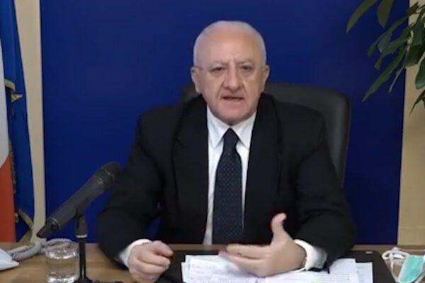 """De Luca contro il ministro Lamorgese: """"Messaggio gravissimo, in Campania no a passeggiate e jogging"""""""
