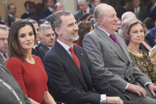 Dopo Harry e Meghan terremoto in Spagna: re Felipe rinuncia all'eredità del padre Juan Carlos