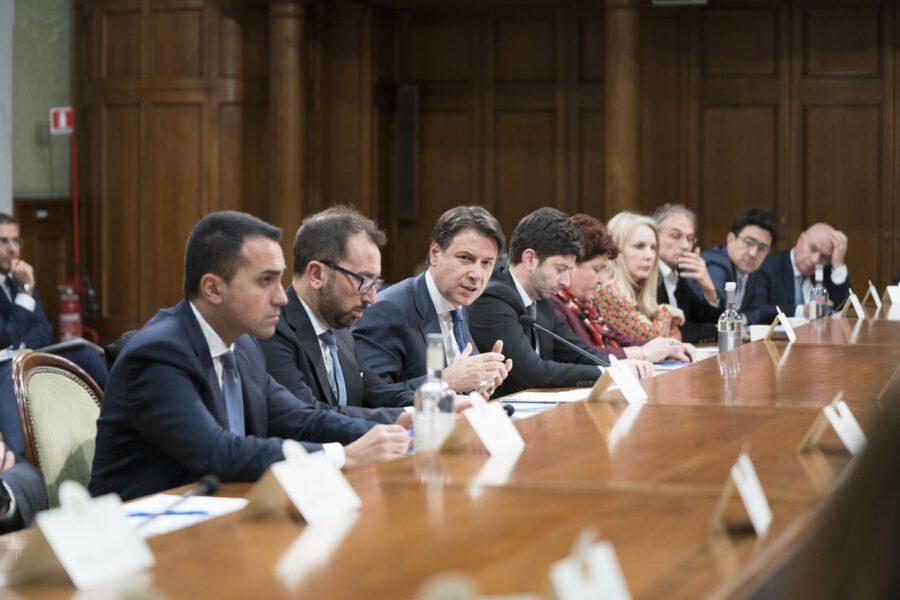 Emergenza Covid, governo senza strategia e intanto crolla l'economia
