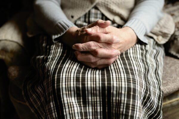 Nonna Armanda sconfigge il coronavirus, a 82 anni guarisce in una settimana