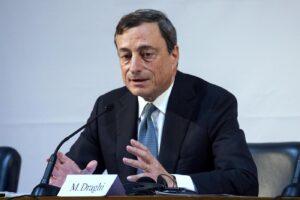 """Coronavirus, la 'ricetta' di Draghi: """"Siamo in guerra, aumentare debito pubblico per salvare economia e lavoro"""""""
