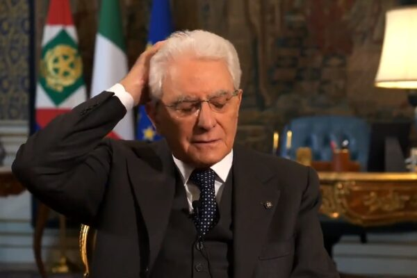 """Il video """"sbagliato"""" di Mattarella ci restituisce un Presidente umano"""