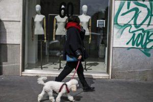 Quali negozi restano aperti nelle zone rosse col nuovo Dpcm