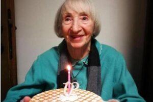 """Più forte del Coronavirus, a 102 anni nonna Lina guarisce dal Covid senza cure: """"Davanti a lei il virus si è arreso"""""""