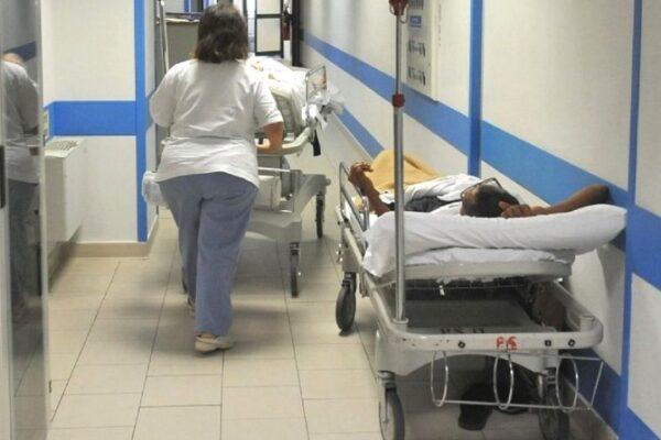 """249 medici finti malati, il Cardarelli smentisce: """"Sono 33, alcuni positivi al coronavirus"""""""