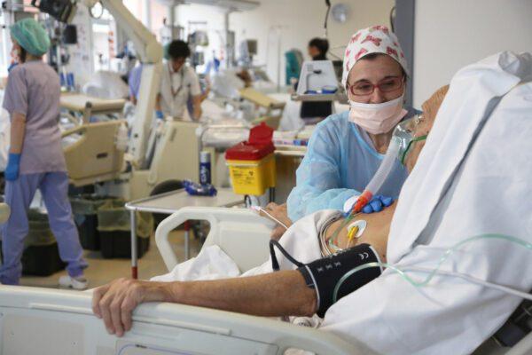 Coronavirus, contagi in aumento per il quinto giorno di fila: ma è boom di tamponi