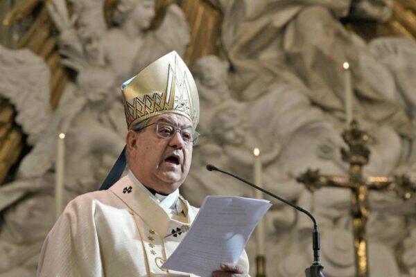 """Le condizioni del cardinale Sepe, ricoverato al Cotugno per covid: """"Qui tutti bravi, sono tranquillo"""""""