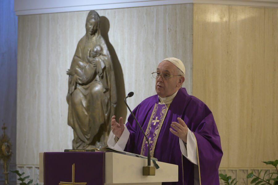 """Emergenza Coronavirus, l'appello di Papa Francesco: """"Evitare tragedie nelle carceri"""""""