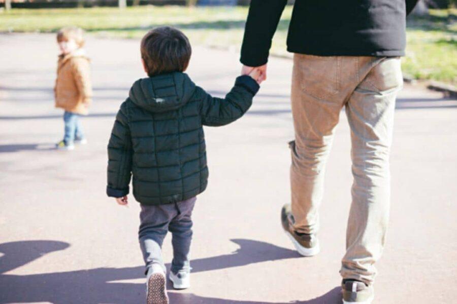 Coronavirus, nuova circolare del Viminale: via libera alle passeggiate genitore-figlio